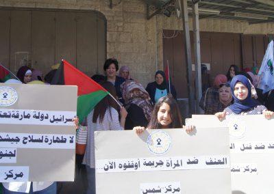 وقفة تضامنية على حاجز قلنديا في ذكرى يوم المرأة
