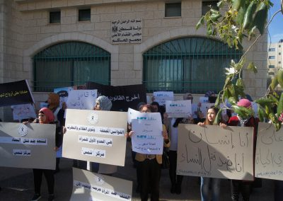 مشاركة مركز شمس في وقفة تضامنية لمناهضة العنف ضد المرأة