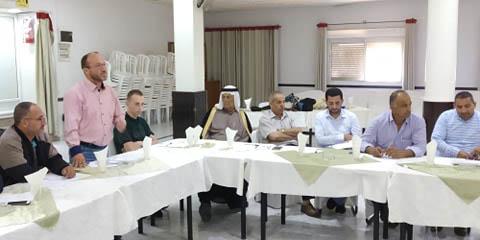 جلسة استماع مع مدير التوجيه السياسي في محافظة الخليل العقيد اسماعيل غنام